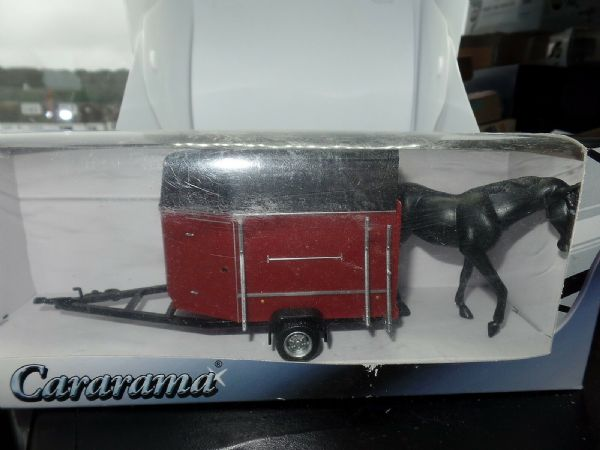 Cararama 1/43 Scale Red Horsebox c/w Horse